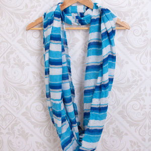 NEW YORK & CO. INFINITY SUMMER SCARF BLUE